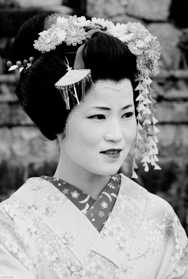PORTRAITS- THE GEISHA